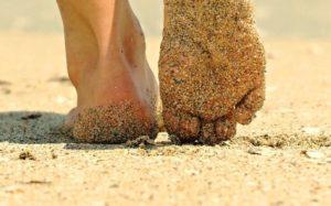A-piedi-nudi-sulla-sabbia